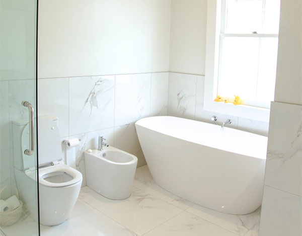 Bathroom renovation in Auckland by Straightline Builders